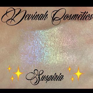 Devinah Cosmetics Rainbow Highlighter Suspiria