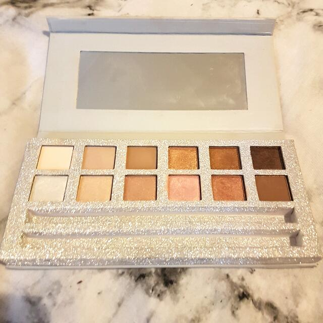 Mecca - KIT Eyeshadow Pallete  (No Longer Available Online)