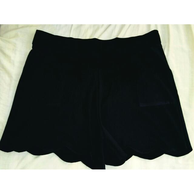 Scalloped Shorts  Color: Black Size: XL-2X (Up to 42 Waist)  Used but still in good condition  #plussize #bigsize