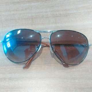 Ray Ban Aviator Sunglasses (minor surface scuffs)