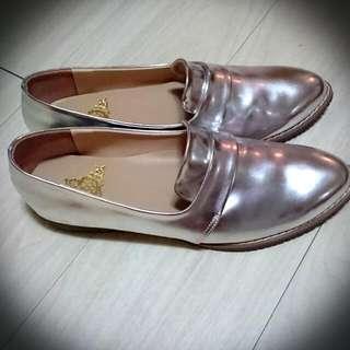 全新亮銀色樂福鞋