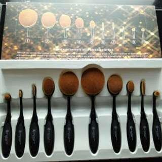 Anastacia Oval Brush Set