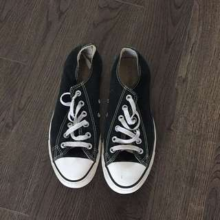 Converse Shoes Size 9.5