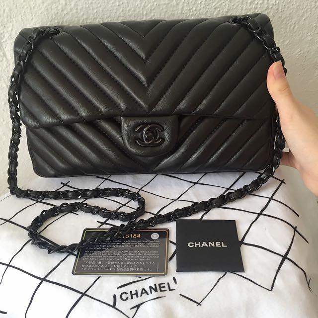 8ffadba857a2 Chanel Chevron Classic Flap 2.55 So Black Bag, Luxury on Carousell