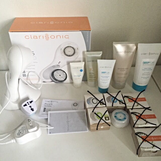 Clarisonic Plus Bundle (Cleansers, Face Mask, Deep Pore Brush, Adapter) $160 AUD