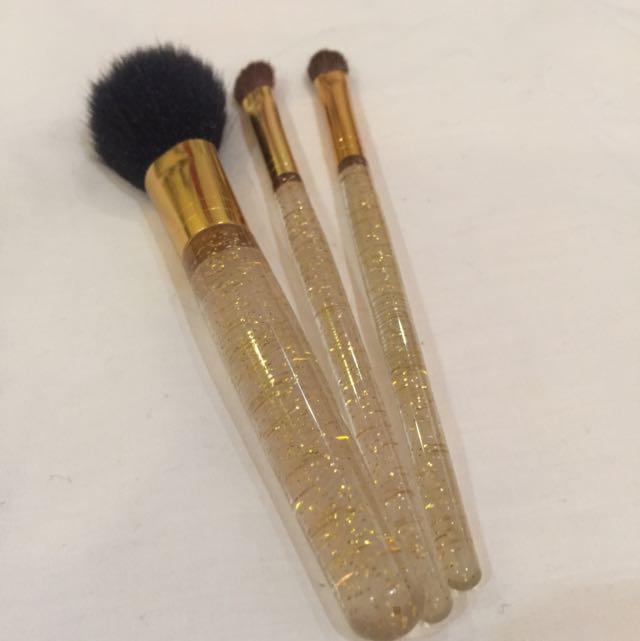 Elizabeth Arden Gold Make Up Brush Set, Health & Beauty, Makeup on Carousell