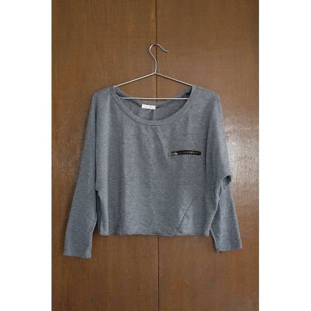 Gray crop top pullover