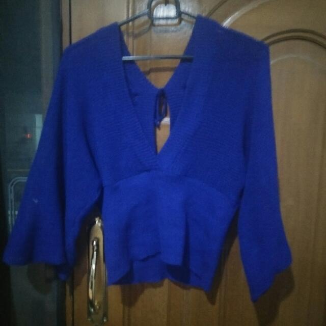 Sweter Biru V Neck Fit Body