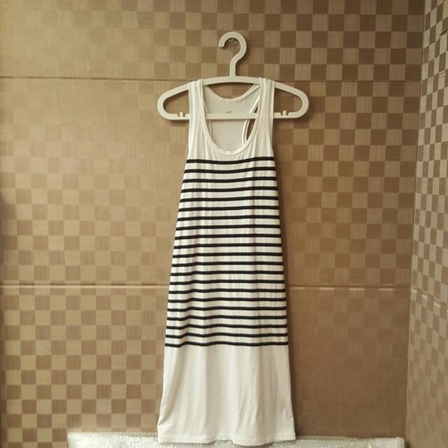 Uniqlo_挖背條紋洋裝 #我的旋轉衣櫃