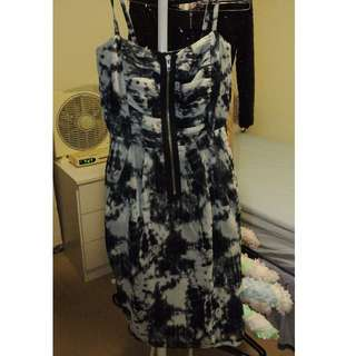 Dotti front-zip dress