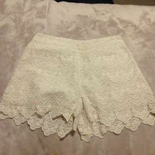 HIGHWAISTED SIZE 6 SHORTS