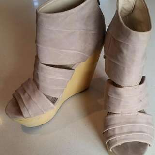 Betts Wedges Size 7