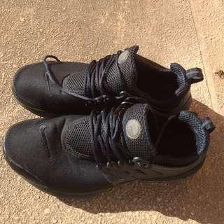 Triple Black Prestos Size M