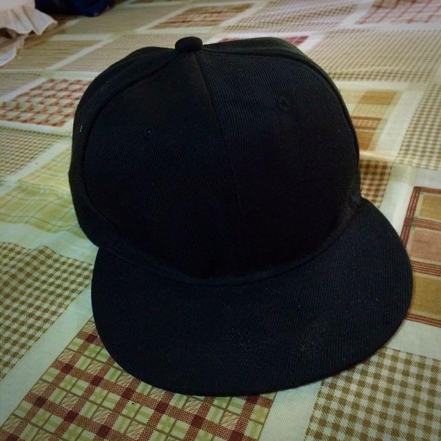 黑色後扣棒球帽