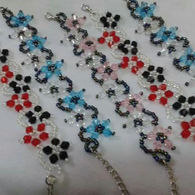 Bracelet by; Xndrahbeads