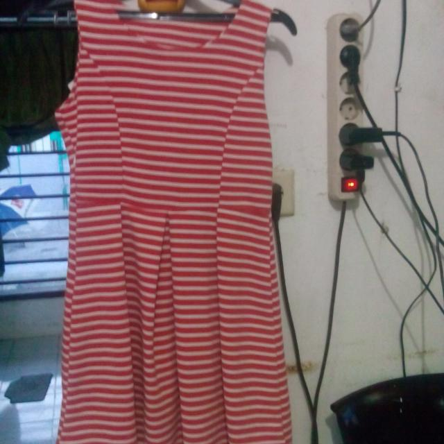 Dress Merah Garis