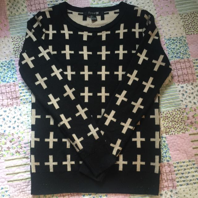 Forever21黑色十字架薄針織衣