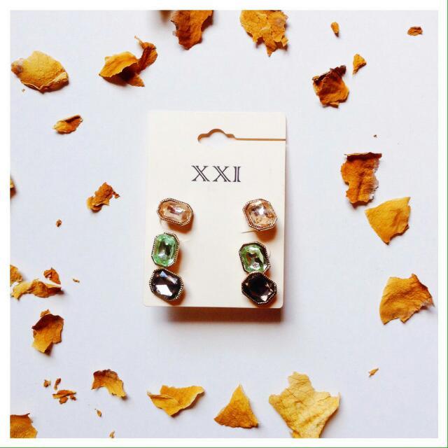 Forever 21 - Peach Diamond Earring.