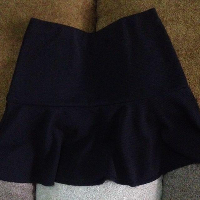 H&M Black Peplum Skirt