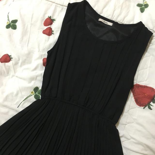 KIM black dress
