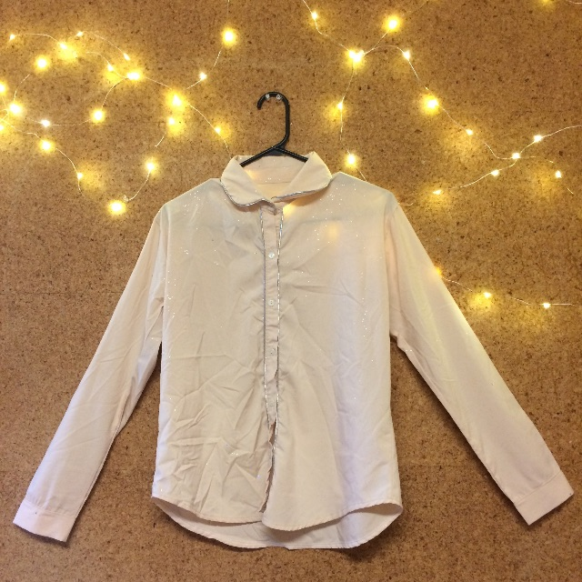 Shirt with glitter details