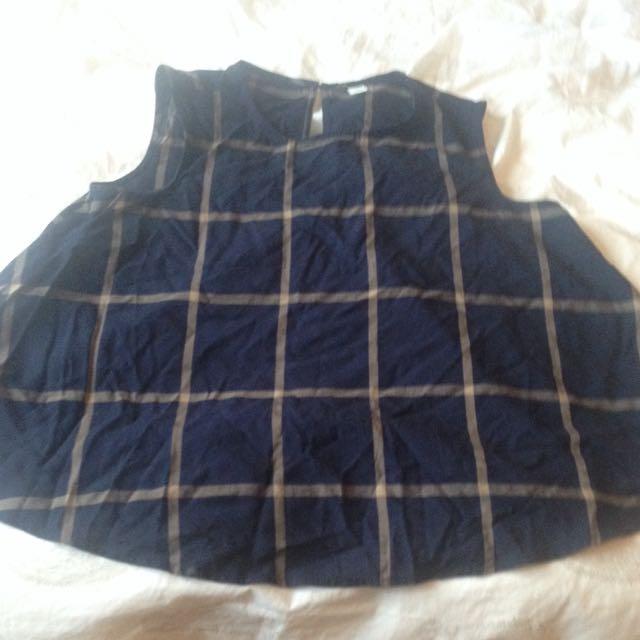 Sleeveless Shirt - size M