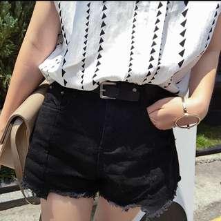 🎉降~[全新  僅試穿]XL 顯瘦黑短褲