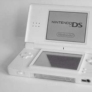 Nintendo: White DS Lite