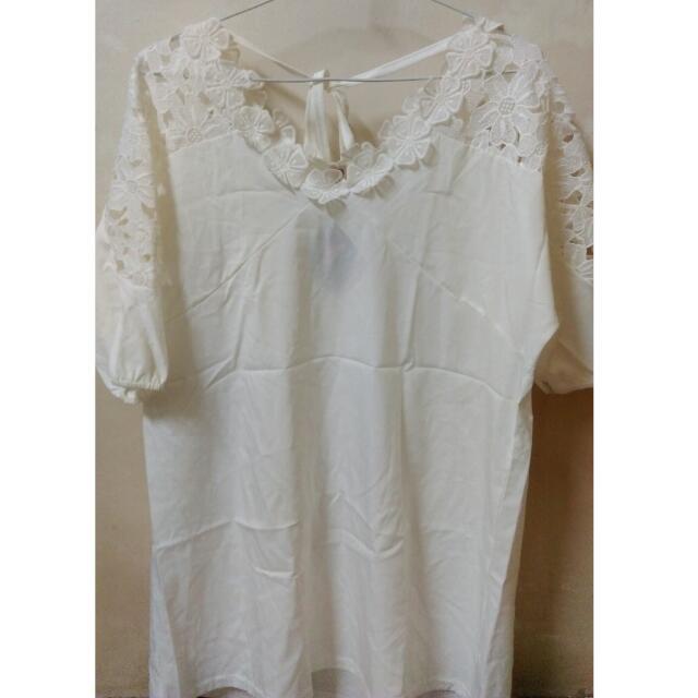 降🔹全新✨白 氣質 後綁帶 花朵蕾絲上衣