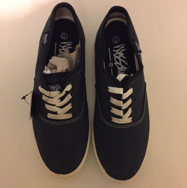 BNWT Mossimo Canvas Shoes