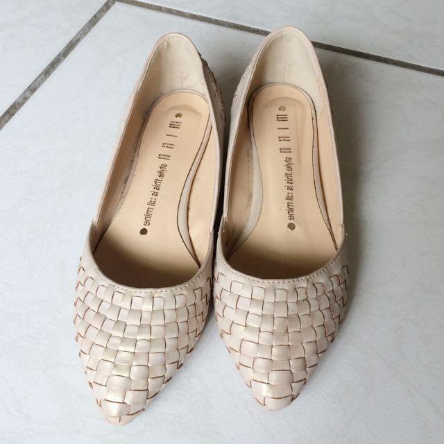粉膚金低跟鞋