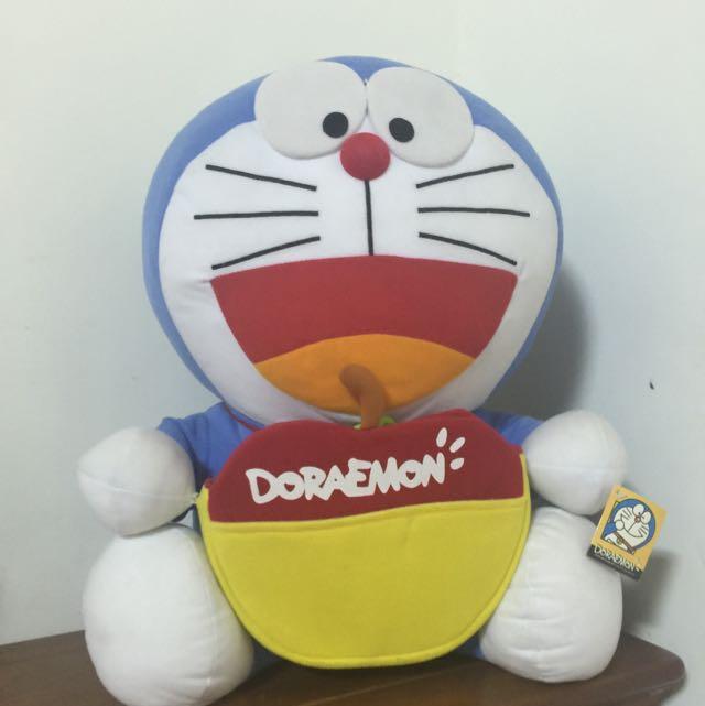 哆啦A夢大隻娃娃