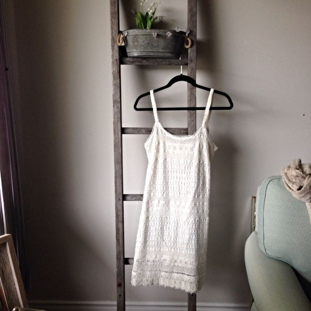 Bershka Size Small Cream Lace Dress