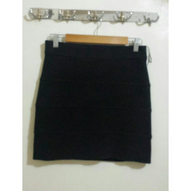 Black Skirt!