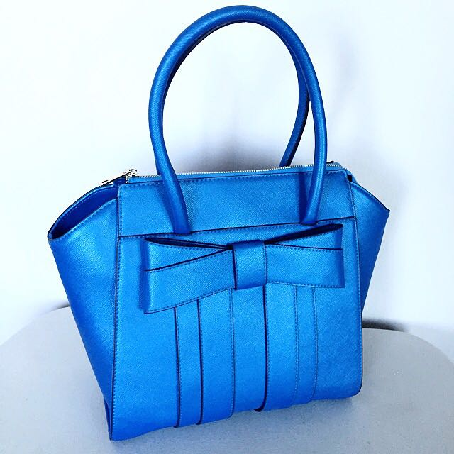 Tote By Review