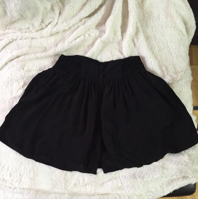 Garage Flowy Skirt With Pockets