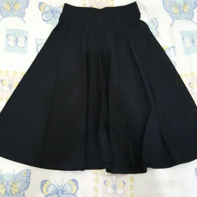 STRADIVARIUS BLACK RAMPLE SKIRT