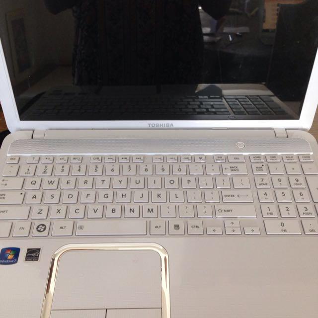 Toshiba L850D white laptop