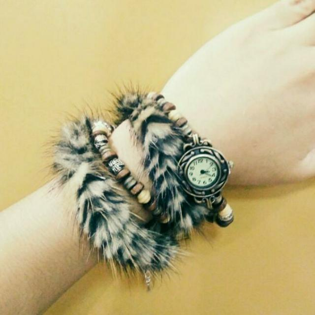 Analog Quartz Watch With Tiger Print Bracelet