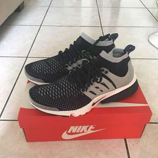 Nike air presto flyknit ultra 藍白
