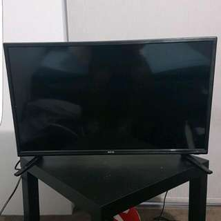 "Soniq 32"" HD TV"