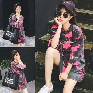 🚚 韓版新款時尚寬鬆中長款上衣五分袖字母迷彩T恤