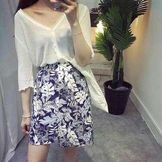 全新~好搭款韓國藍底樹葉合身短裙