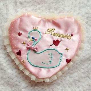 日本SWIMMER夢幻白紗粉紅水玉天鵝刺繡心型面紙套
