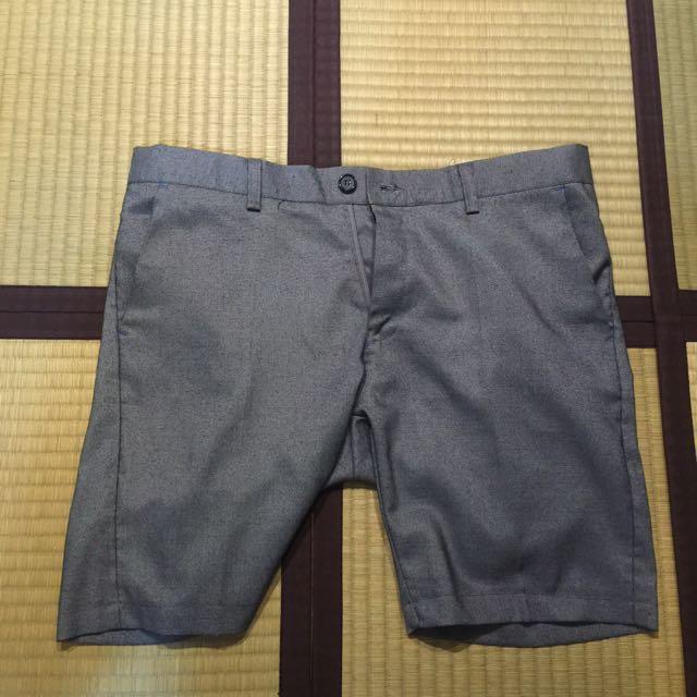 西裝灰色短褲
