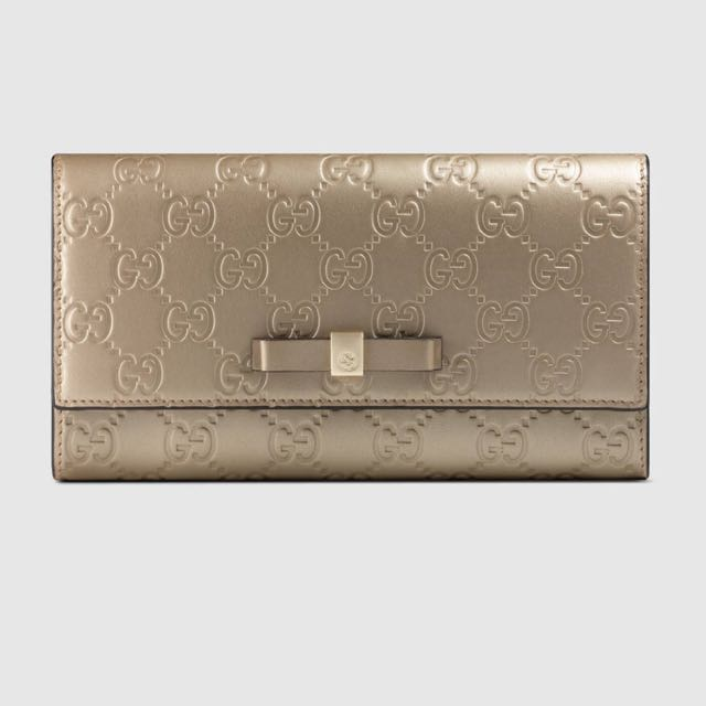 e6daec3d1f5 Bow Gucci Signature continental wallet