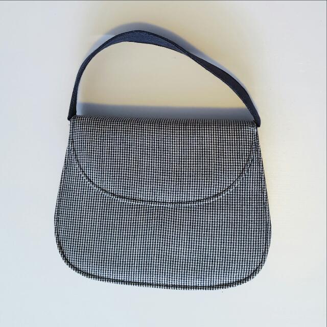 Small vintage looking handbag