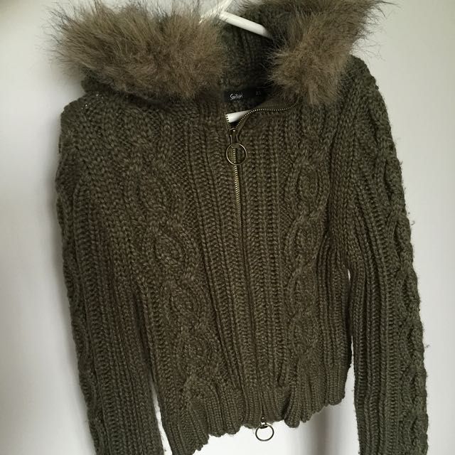 Sportgirl cropped knitted jacket with fur hood