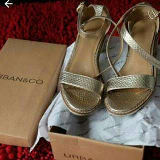 Urban&Co Gold Sandals size 37