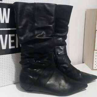 Ravella Black Leather Pointer boots - SIZE 8.5